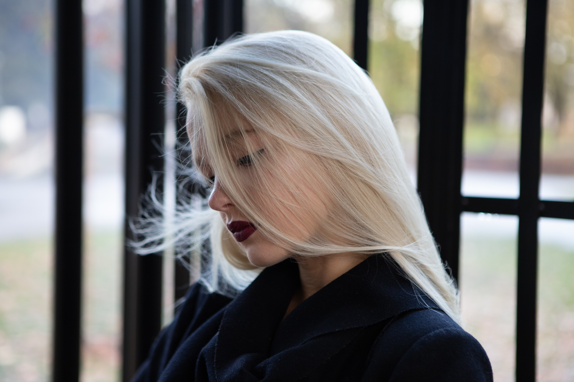 blond girl street fashion